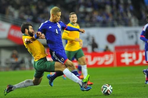 連勝に手応え感じる本田、アジア杯連覇への課題は「若手との融合」