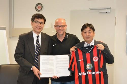 滋慶学園が乾・長谷部所属のフランクフルトと教育提携、指揮官との顧問契約も