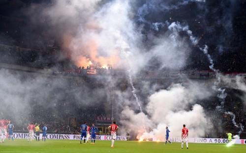 クロアチアファン暴徒化で試合中断…イタリアがホームで引き分ける