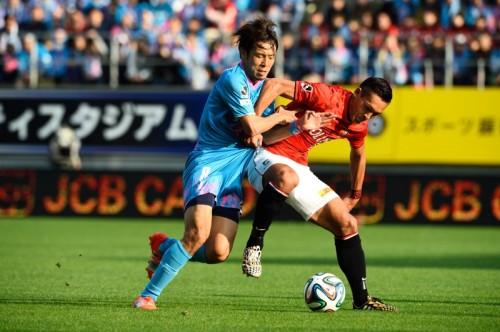 浦和の阿部、梅崎、槙野がDHLのスタッフに扮して賞品を配達