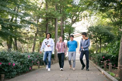 横浜FMの中澤佑二が大倉山を散歩「街の人々にクラブへの親しみを持っていただけたらうれしい」
