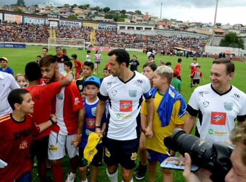 ネイマール、チャリティ試合で華麗なゴール。フェリッペ・マッサもPKでゴール決める