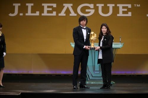 MVP初受賞の遠藤、若手の台頭に闘志「サッカーは年齢じゃない」