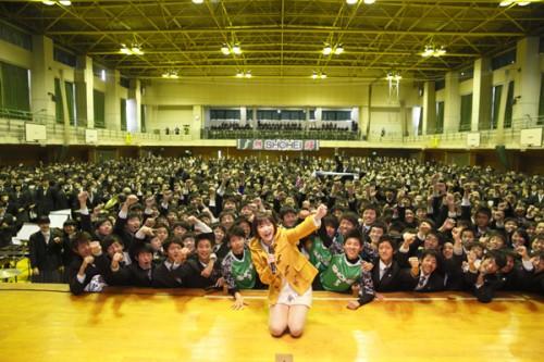 大原櫻子が選手権初出場の昌平高校をサプライズ訪問…生徒の前で大会応援歌披露