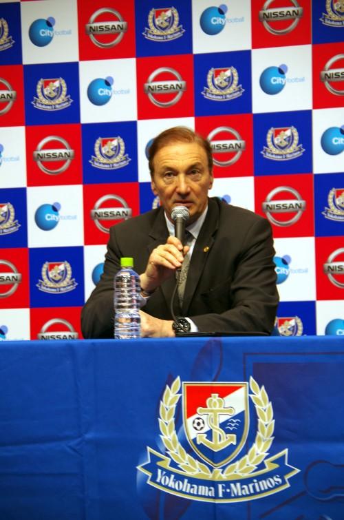 横浜FMのモンバエルツ新監督「強みは持ち続けながら、攻撃面の改善を」