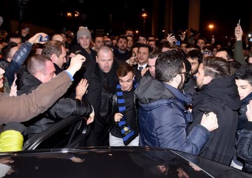 インテル加入のシャキリがミラノ到着…サポーター300人から歓迎