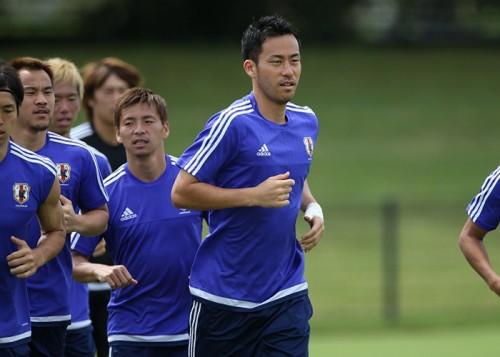 吉田が鮮やかFKを披露「勝手に蹴っていただけ。記事にしないで」