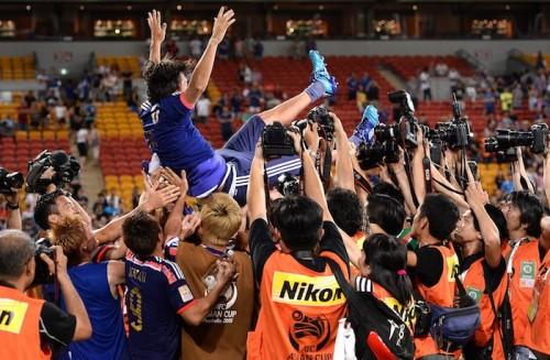 遠藤、150試出場達成で祝福の胴上げ「みんなに支えてもらった結果」