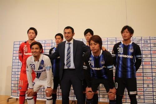 昨季3冠のG大阪が新体制発表…仙台から加入のFW赤嶺「勝利に貢献したい」