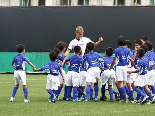 本田圭佑プロデュースのサッカースクールが九州初上陸「念願だった」
