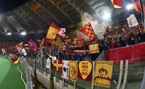 EL敗退のローマ、ファンが怒りの抗議…試合後に選手と話し合いも