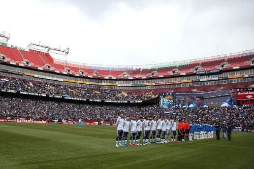 """国歌斉唱に""""謎の音楽""""が…エルサルバドル対アルゼンチン戦でハプニング"""