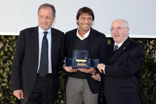 コンテ監督、3年連続で年間最優秀監督賞を受賞…カペッロ氏と並び最多