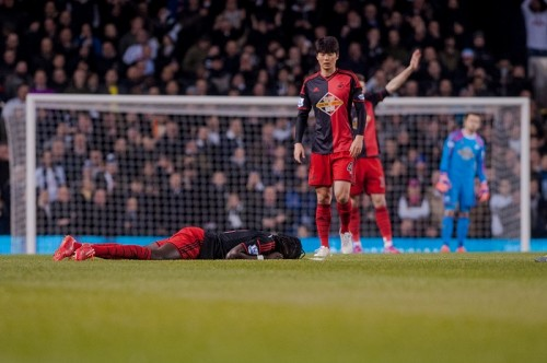 スウォンジーFWゴミスが試合中に突然失神、場内一時騒然…現在は回復