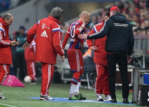 ボルシアMG戦でロッベンが負傷…クラブは数週間の離脱と発表