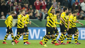 MUNICH, GERMANY - April 28:  Pierre-Emerick Aubameyang of Borussia Dortmund celebrates together with his team mates after scoring the goal to the 1:1 during the DFB Cup Semi Final match between FC Bayern Muenchen and Borussia Dortmund at Allianz Arena on April 28, 2015 in Munich, Germany.  (Photo by Alexandre Simoes/Borussia Dortmund/Getty Images)