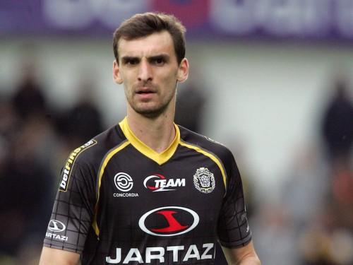 ベルギー1部クラブの選手が試合中に心肺停止…現在も昏睡状態が続く
