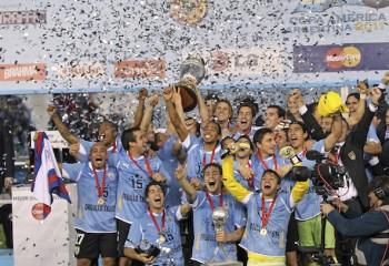 BUENOS AIRES, ARGENTINA - JULY 24: Players of Uruguay celebrate after winning the Copa America 2011 at Antonio Vespucio Liberti Stadium on July 24, 2011 in Buenos Aires, Argentina. (Photo by Heuler Andrey/LatinContent/Getty Images)