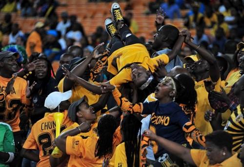 南アフリカで優勝を祝うファンがピッチ上で射殺される…銃の奪い合いか