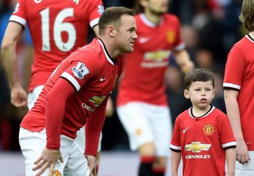 ルーニーの長男、5歳のカイくんがサインを待つファンに驚きの対応
