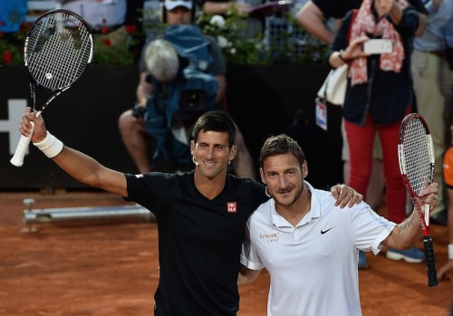 トッティがジョコビッチとテニスで共演…エキシビションで腕前を披露