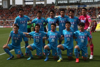 SHIZUOKA, JAPAN - MAY 06:  (EDITORIAL USE ONLY) Sagan Tosu players line up for the team photos prior to the J.League match between Shimizu S-Pulse and Sagan Tosu at IAI Stadium Nihondaira on May 6, 2015 in Shizuoka, Japan.  (Photo by Kaz Photography/Getty Images)