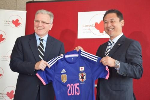 なでしこ佐々木監督がカナダ大使を表敬訪問「連覇はカナうんダ!」