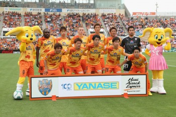 SHIZUOKA, JAPAN - MAY 16:  (EDITORIAL USE ONLY) Shinizu S-Pulse players line up for the team photos prior to the J.League match between Shimizu S-Pulse and Yokohama F.Marinos at IAI Stadium Nihondaira on May 16, 2015 in Shizuoka, Japan.  (Photo by Kaz Photography/Getty Images)