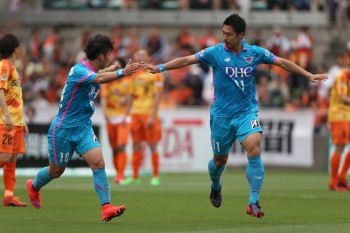 SHIZUOKA, JAPAN - MAY 06:  (EDITORIAL USE ONLY) Yohei Toyoda (R) of Sagan Tosu celebrates scoring his team's first goal with his team mate Kim Min-Woo during the J.League match between Shimizu S-Pulse and Sagan Tosu at IAI Stadium Nihondaira on May 6, 2015 in Shizuoka, Japan.  (Photo by Kaz Photography/Getty Images)