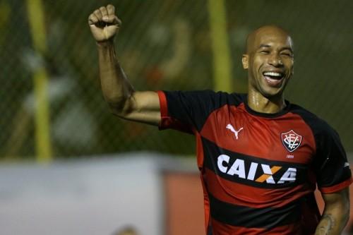 鹿島、ブラジル人FWジネイ加入を発表…一度は破談も再来日