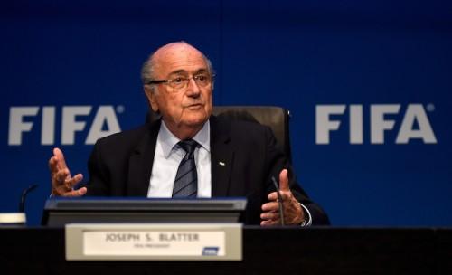 英各紙、FIFA会長の辞意表明に「18年、22年W杯再投票」の可能性報じる