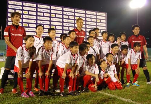 本田がベトナムで子どもたちを直接指導「夢を持つことの大切さを伝えたい」