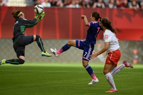 なでしこMF安藤が左足ひ骨骨折でチームを離脱…スイス戦でPK獲得も