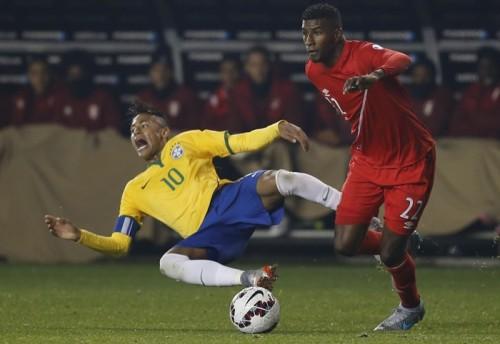 副審がネイマールを「ダイバー」と呼んだ? ブラジル連盟が処分軽減求める