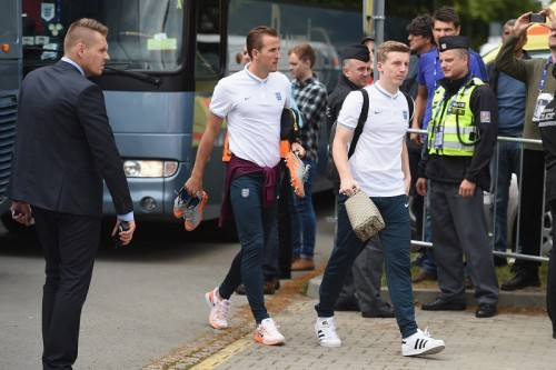 徒歩1分の距離をバス移動…U21イングランド代表の珍行動が話題に