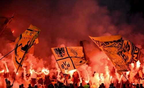 ドルトムントサポ、ドイツ杯決勝前日に映画祭乱入…祭典ぶち壊す大騒ぎ