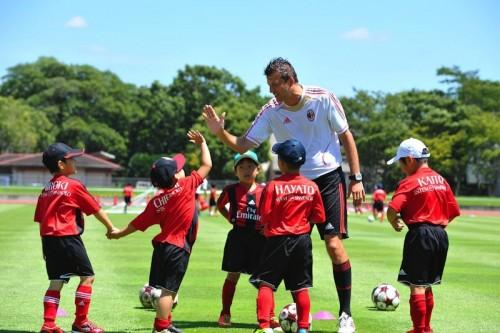「個の力」を徹底トレーニング! ACミランジュニアサッカーキャンプが開催