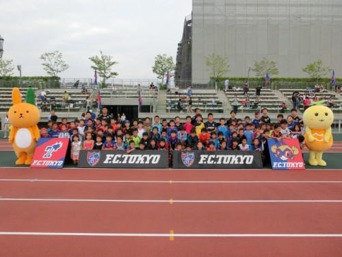 FC東京協力…明治安田生命、地元小学生200人を集めサッカー教室を開催