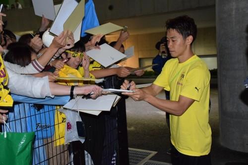 香川真司のドルトムント新シーズン始動、新指揮官の練習は「楽しかった」…練習後にはファンサービス