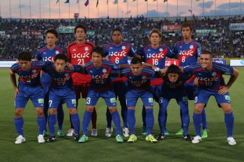 KOFU, JAPAN - JULY 15:  (EDITORIAL USE ONLY) Vantforet Kofu players line up for the team phtoos prior to the J.League match between Ventforet Kofu and Vegalta Sendai at Yamanashi Chuo Bank Stadium on July 15, 2015 in Kofu, Yamanashi, Japan.  (Photo by Kaz Photography/Getty Images)
