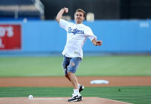 MLBの始球式を体験したゲッツェ「もっとうまくなってみせる」