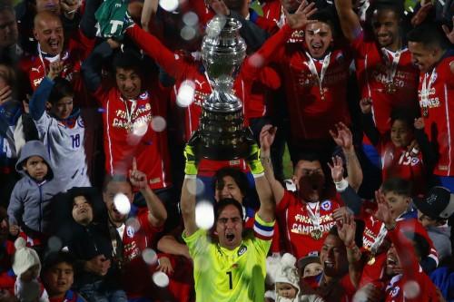 バルサでの3冠に続き南米制覇…チリ代表GKブラーボ「夢心地だ」