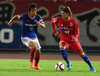 YOKOHAMA, JAPAN - JULY 11:  (EDITORIAL USE ONLY) Shota Kawanishi of Montedio Yamagata and Shunsuke Nakamura of Yokohama F.Marinos compete for the ball during the J.League match between Yokohama F.Marinos and Montedio Yamagata at Nissan Stadium on July 11, 2015 in Yokohama, Kanagawa, Japan.  (Photo by Etsuo Hara/Getty Images)