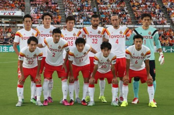 SHIZUOKA, JAPAN - JULY 19: (EDITORIAL USE ONLY) Nagoya Grampus players line up for the team photos prior to the J.League match between Shimizu S-Pulse and Nagoya Grampus at IAI Stadium Nihondaira on July 19, 2015 in Shizuoka, Japan. (Photo by Kaz Photography/Getty Images)