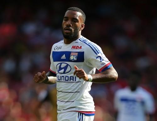 仏リーグ得点王FWラカゼットがリヨンと契約延長「嬉しく誇らしい」