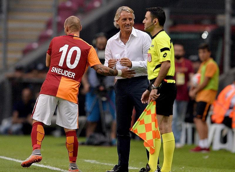 インテルのマンチーニ監督、試合中に粋な計らいで相手選手を祝福   サッカーキング