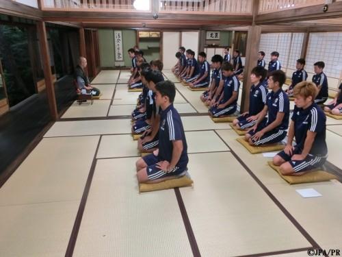 U22代表が座禅特訓で精神統一…手倉森監督「俺たちは日本人のチーム」