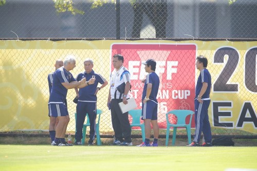 気温50度の炎天下で緊急トップ会談……ハリル「日本サッカーの危機だ!」