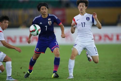 勝利が遠い日本…柴崎、課題は「カウンターの精度と運動量」