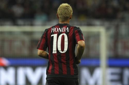 本田の「10番」継続が決定…ミランが新シーズンの背番号を発表